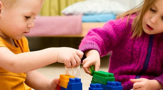 Föräldrautbildningar har halverat väntetiden till logoped för barn med språkstörning